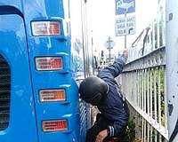 Macet Bukan Alasan Kendaraan Pribadi Terobos Jalur Busway