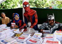 Usai Pemilu, Netizen Pamer Foto Berjari Biru