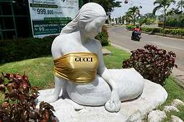 10 Meme lucu patung Putri Duyung diberi kemben ini bikin ngakak