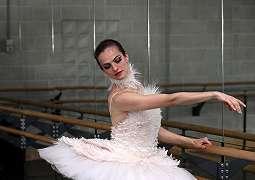 Karl Lagerfeld Pernah Desain Kostum Fenomenal untuk Balerina